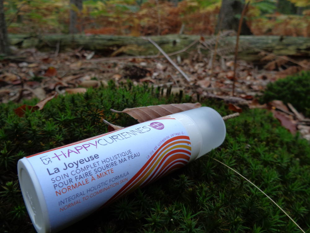 Les Happycuriennes, marque de slow cosmetique bio et vegan, pose dans la foret de fontainebleau 3