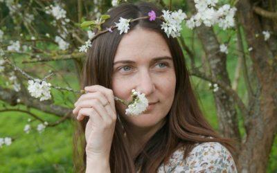 Rencontrez Laura, créatrice de bijoux en bois et upcyclés
